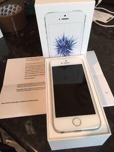 iPhone SE UNLOCKED London Ontario image 1