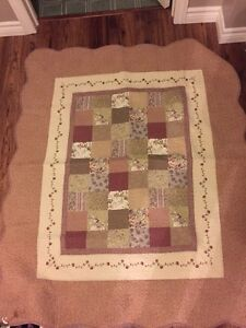 Beautiful toddler bed sized quilt