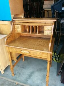 Beautiful Small Solid Oak Roll-Top Desk (DELIVERY AVAILABLE)