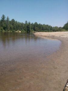 terre de 50 arpents sur le bord de l eau avec plage de sable