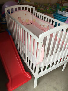 Crib with mattress and cover (like new)