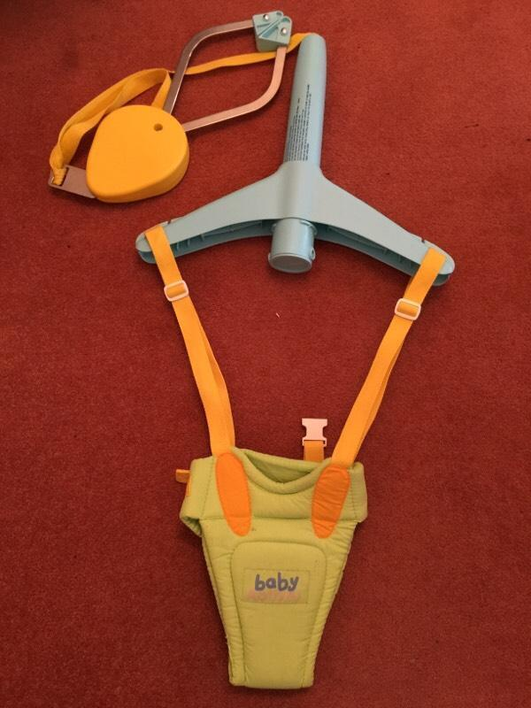 Baby door swing bouncer in southend on sea essex gumtree for Door bouncer age