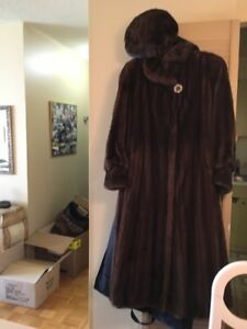 MINK FUR COAT AND MATCHING HAT! $1000.00 LIKE NEW!