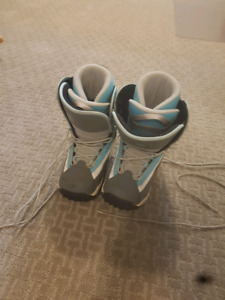 Women's Size 8 Snowboard boots