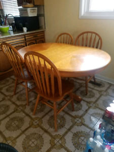 Dining /Kitchen tabel with 4 chairs