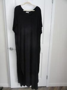 Robe noire ouverte sur les côtés, à vendre