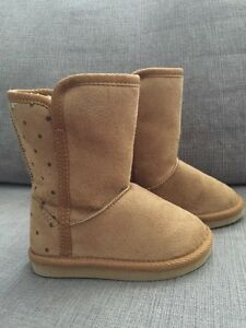 Toddler size 6 - Old Navy fall boots