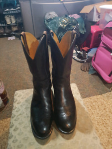 Steel toed cowboy boots