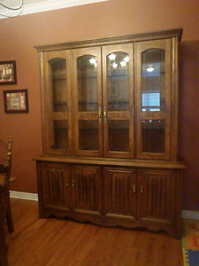 Beautiful Oak Buffet/Hutch/Cabinet Unit - Like New