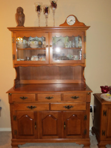 Roxton Maple Hutch and Cabinet