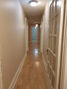 Spacious Apartment 2 Bedroom + Office - Walking Distance Uptown