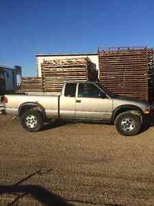2001 Chevrolet S-10 ZR2 Pickup Truck