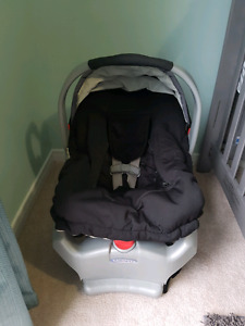 Graco snug ride carseat, base and seat over.