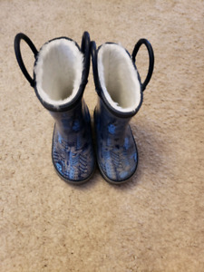 TODDLER BOYS RAIN BOOTS WORN ONCE SIZE 4