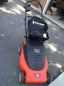 BLACK AND DECKER SELF PROPELLED * ELECTRIC LAWN MOWER * LIKE NEW