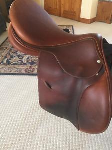 Luc Childeric 17.5 Saddle