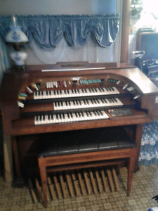 Thomas Trianon Organ