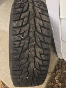 Set of 4 Hanook snow tires 215/65R16 (Winter I Pike RS).