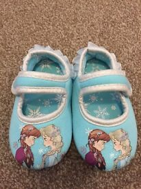 Girls frozen slippers size 6