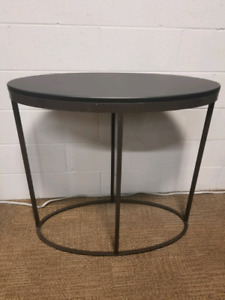 "Black Oval Display table 34"" x 16"" x 32"" Steel base."