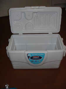 70 QRT COLEMAN Camping White Xtreme Cooler