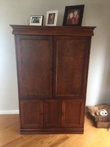 Solid Wood Cabinet/TV Unit - Canadian Made - Excellent Condition