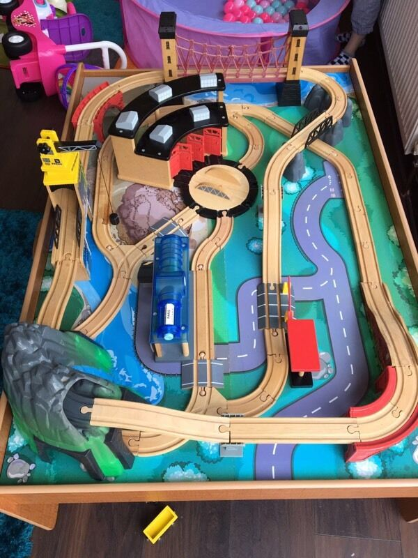 Train table, extremely good conditionin Hedge End, HampshireGumtree - Train table, extremely good condition Only reason for selling is no longer have the room for it Includes a full train track, trains and accessories Collection from hedge end, Southampton
