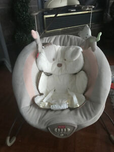Baby bouncer: Fisher-Price Snuggapuppy Deluxe Bouncer- like new!