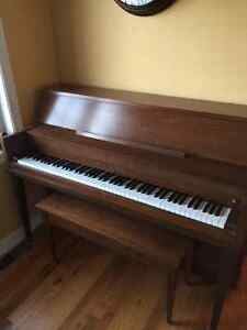 Piano Sherlock Manning apartment size