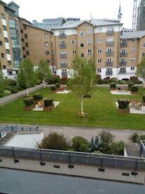 Rooms for rent / sublet in a 2 bedroom flat in Battersea