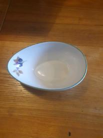 6 oval Royal Worcester serving bowls £10