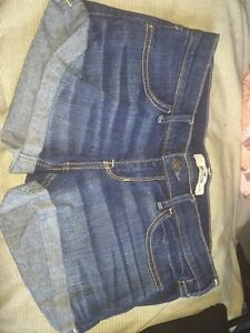 Hollister jean shorts size 3 Kingston Kingston Area image 1