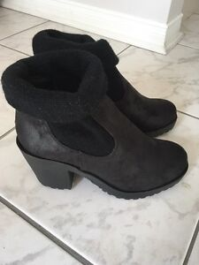 Brand New Heeled Boots (SIZE 6)
