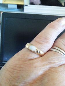 Gorgeous 10K yellow Gold Opal RING sz 8