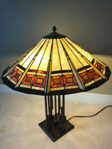 Beautiful Table lamp Like - New condition
