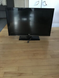 """32"""" LG Tv $160 Comes With Remote"""