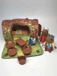 Vintage-Fisher-Price-Woodsey-039-s-Log-House-Squirrel-Family-Fi