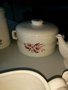 Stoneware - Canisters, gravy boat, teapot & cups etc Kitchener / Waterloo Kitchener Area image 4