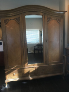 ANTIQUE ENGLISH OAK WARDROBE