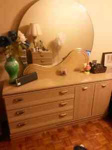 Commode / Chest of drawers