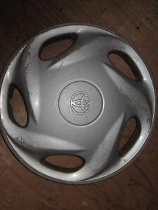 Cap de roue 13 pouces Toyota d'origine,