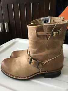 FRY Tan coloured boots