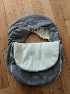 JJ Cole car seat cover - Smoke/Pet free home