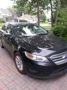 2012 Ford Taurus noir Evaluer par auto Hebdo 12100 $