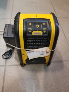 DEWALT RADIO WITH POWER SUPPLY NO BATTERY
