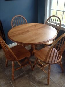BassRiver Solid Wood Dining Set
