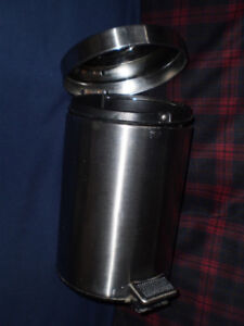 Stainless Steel Foot Pedal Metal Trash Can/Bin with Lid