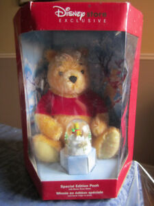 Winnie the Pooh Special Edition Holiday Pooh w Bonus Snow Globe