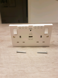 Double socket Wi fi range extender, with usb socket charger .