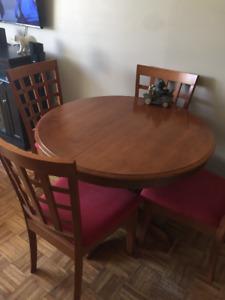 1 TABLE RONDE 4 CHAISE BOIS MASSIFE VRAIS BOIS 4384050131